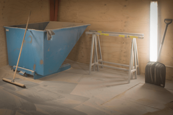 Sandblæsningskabine hos Vestjysk Rustfri Montage i Varde