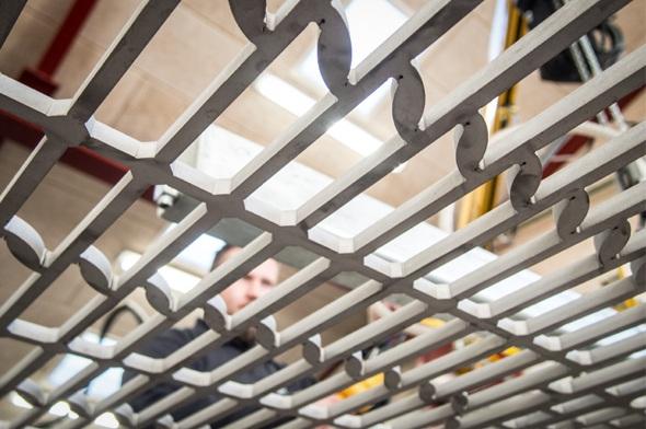 Vestjysk Rustfri Montage arbejder med opgaver indenfor CNC bearbejdning, sandblæsning, glasblæsning og sortjernsarbejde.